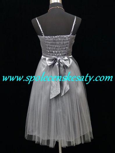 89764124979a Šedé koktejlky společenské plesové šaty po kolena s kolovou sukní a flitry  na ples do divadla ...