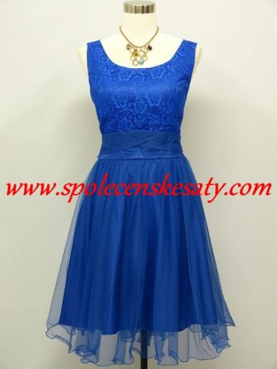 Modré krátké společenské plesové šaty po kolena z krajky a organzy a  výstřihem na zádech č a9a6873a39